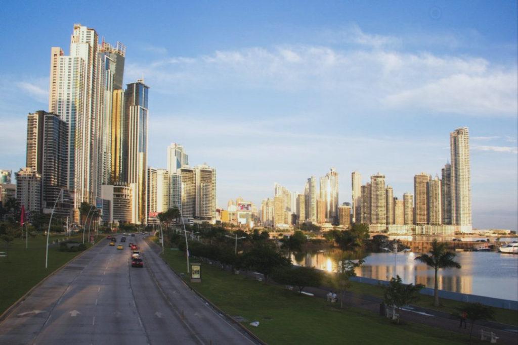 Bancos en Panamá buscan modernizar sus servicios