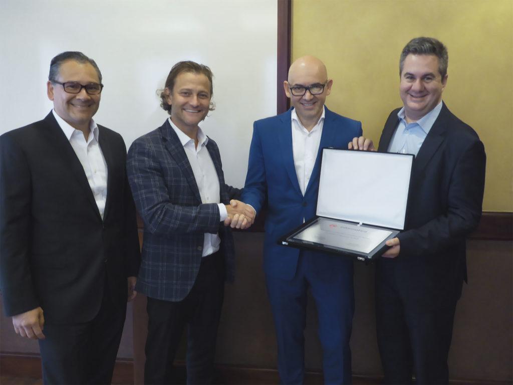 De izquierda a derecha: Juan Carlos Chaves, BD Consultores; Samuel Dos Reis, Informatica; Gerardo Benavides, BD Consultores y Emilio Valdez, Informatica.